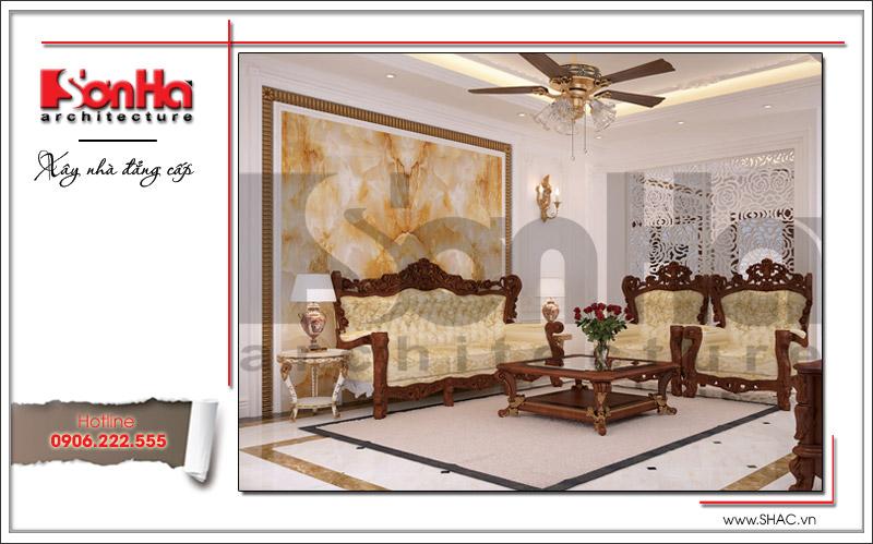 Không gian phòng khách có thiết kế nội thất sang trọng nổi bật bởi bộ ghế sofa đệm êm ái