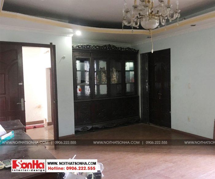 Hiện trạng phòng khách cũ của ngôi biệt thự tân cổ điển 2 tầng mặt tiền 7,4m