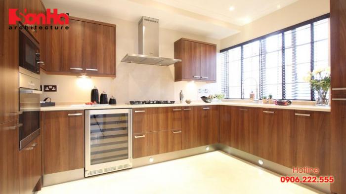 Mẫu tủ bếp chữ L gỗ công nghiệp cho không gian phòng bếp rộng rãi