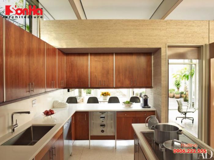 Mẫu tủ bếp laminate phủ vân gỗ bóng đẹp mắt cho không gian bếp sang trọng