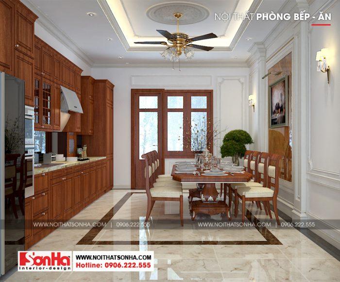 Thiết kế nội thất phòng bếp ăn biệt thự đẹp với tủ bếp chữ L và bàn ghế ăn bằng gỗ