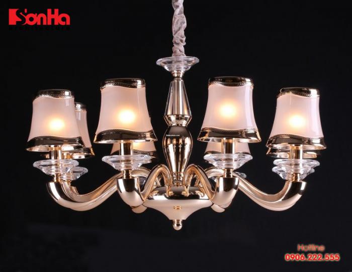 Đèn chùm thường được thiết kế với nhiều bóng đèn bằng thủy tinh, kết cấu chắc chắn