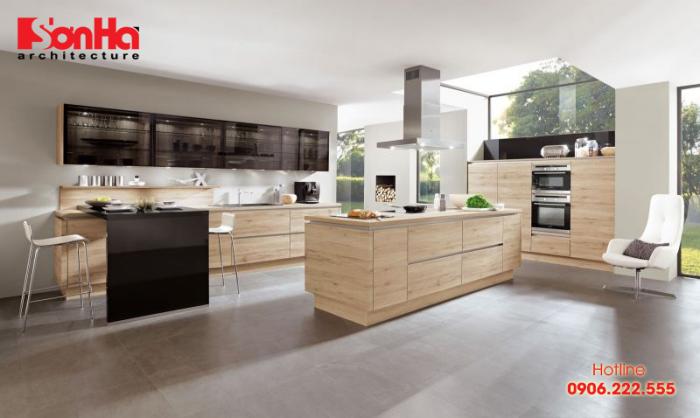 Mẫu thiết kế phòng bếp đẹp với tủ bếp bằng gỗ nhà nhà phố tiện nghi
