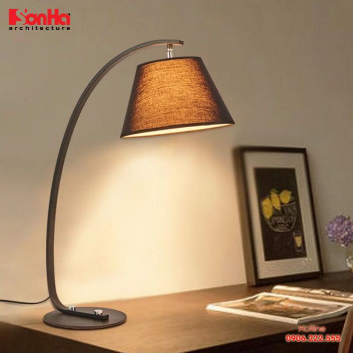 Những chiếc đèn để bàn vừa có kiểu dáng nhỏ gọn lại có thể mang ánh sáng vừa đủ