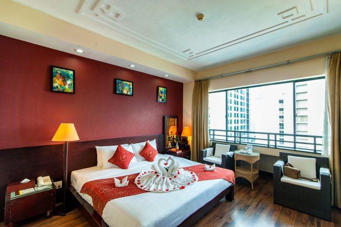 Hầu hết giường ngủ trong khách sạn được sử dụng là giường lò xo