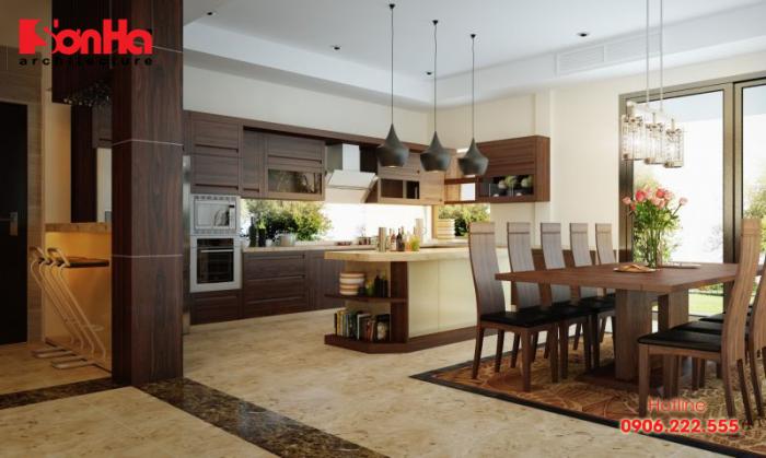 Không gian nhà bếp khang trang với sự đầu tư đồ nội thất gỗ cao cấp