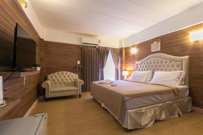Phòng tổng thống hay phòng hoàng gia thường sử dụng loại giường siêu lớn này