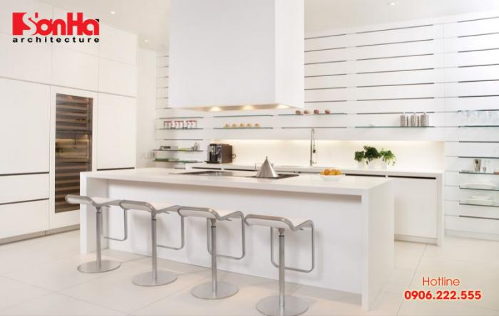 Thiết kế bếp đẹp với nội thất sơn trắng được chọn làm chủ đạo