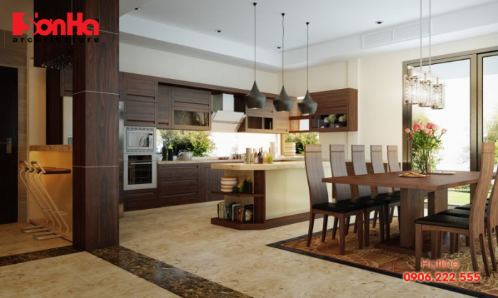 Việc sử dụng nội thất gỗ tối màu trong trang trí phòng bếp khá phổ biến
