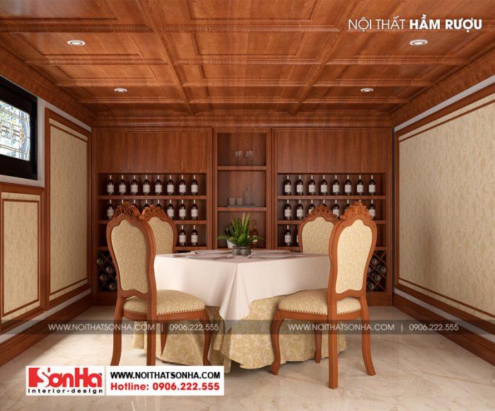 Thiết kế nội thất hầm rượu không quá lớn nhưng ấn tượng với tủ kệ rượu bằng gỗ