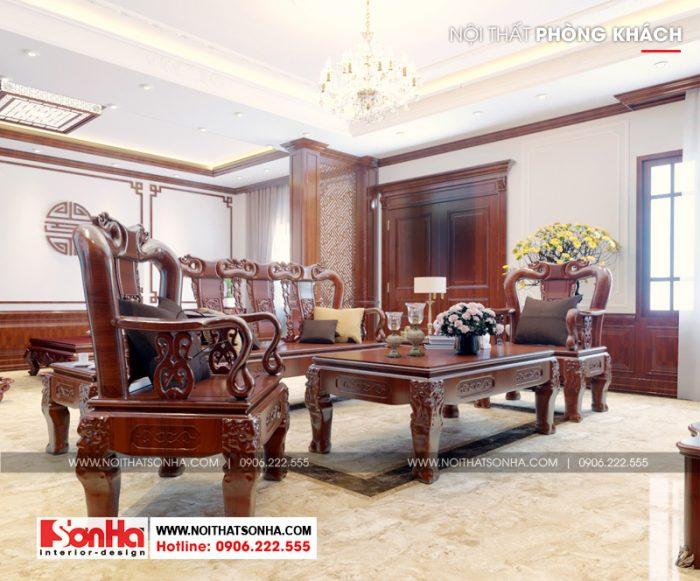 Tại tầng 5 ngôi biệt thự còn bố trí phòng khách với đồ nội thất gỗ tự nhiên