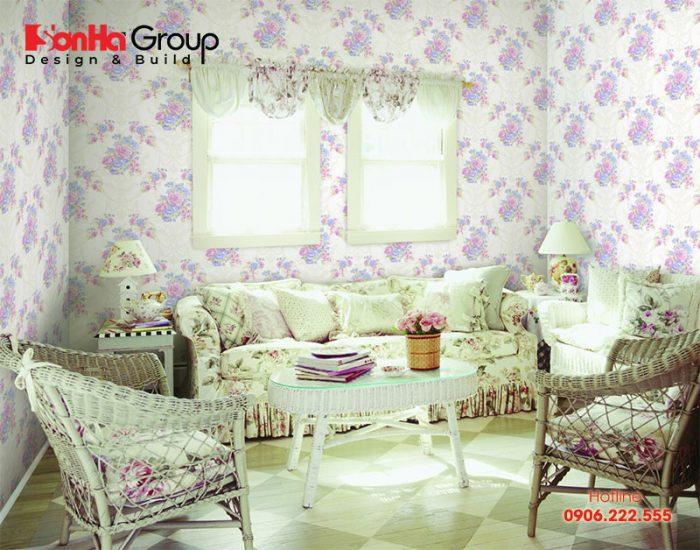 Giấy dán tường cũng là yếu tố trang trí làm nên nét đẹp phòng khách Vintage