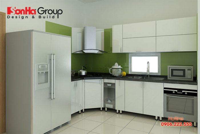 Tủ bếp inox có ưu điểm là độ bần cao, dễ lau chùi và không cong vênh