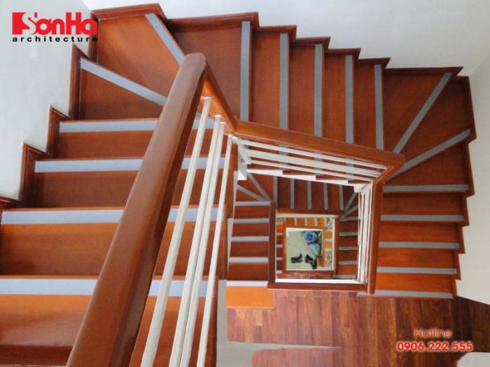 Thi công cầu thang nhà đẹp với gỗ công nghiệp sang trọng bắt mắt