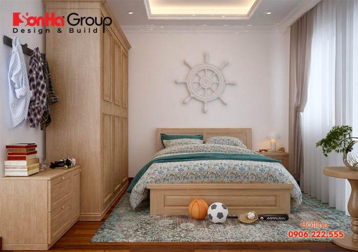 Phòng ngủ bày trí vô cùng ngăn nắp, với những vật dụng sinh hoạt thường ngày tiện dụng, cùng đồ dùng sinh hoạt yêu thích của con rất độc đáo